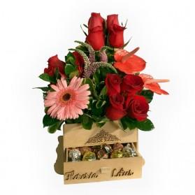 Cofre de rosas y bombones