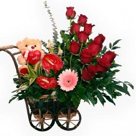 Carreta con flores finas y peluche